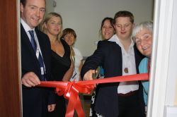 1 Diarmuid O Leary cuts the ribbon on Seomra 7 CUH